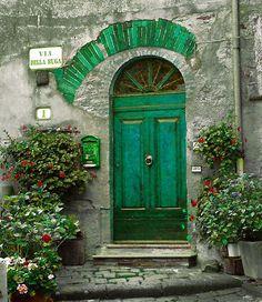 bluepueblo:      Green Entry, Tuscany, Italy      photo via anna