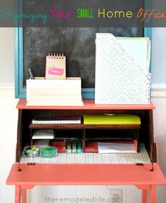Organizing a small home office space Office Organization At Work, Teacher Organization, Office Ideas, Organization Ideas, Home Office Space, Tiny Office, Office Spaces, Desk Areas, Home Repairs