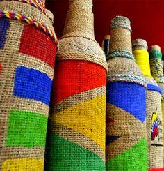 Botellas tejidas en colores para decorar en Tintorero Edo Lara, Venezuela