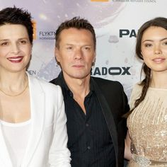 Larry Mullen on the red carpet for the Oslo premier of A Thousand Times Goodnight, with co-stars Juliette Binoche, Lauryn Canny and director Erik Poppe, 16/10/2013. #u2NewsActualite #u2NewsActualitePinterest #LarryMullen #u2 #music #rock #2013 #film #cinema #picture   http://officia11y.tumblr.com/post/64259153231/our-leading-man-on-the-red-carpet-for-the-oslo