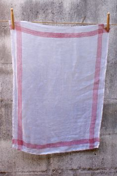 Specially woven for Masquerade for the end use of washing and drying glassware.this fine linen cloth will give your glassware a lint-free and sparkly finish.