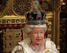 El diamante Cullinan Es el diamante en bruto más grande jamás encontrado. Era tan grande que pudo dividirse en más de 100 partes, las 9 parte de mayor tamaño pertenecieron a la familia real británica y hoy sólo quedan 2 de ellos, uno está en la Corona del Estado Imperial Británica