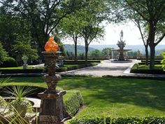 Kykuit, Tarrytown, NY - view from entrance - Kykuit - Wikipedia, the free encyclopedia Pocantico Hills, Wonderful Places, Beautiful Places, Historic Homes, Historical Sites, Countryside, Fountain, Entrance, Flora