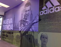 No podíais poner a Alberto Zapater y no a un galés delante del Pilar? Qué vergüenza @adidas_ES @puertovenecia #RealZaragoza #Zaragoza