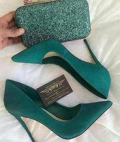 48 tendencias de zapatos para inspirar a todas las chicas - Shoes - Schuhe für Frauen - Schuhtrends - Zapatos Ideas Pretty Shoes, Beautiful Shoes, Cute Shoes, Me Too Shoes, Cute Pumps, Beautiful Pictures, Gorgeous Women, Plateau Pumps, Crazy Shoes