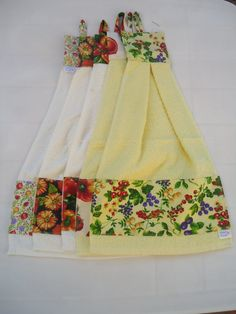 BATE MÃO PATCHWORK - Pesquisa Google Dish Towel Crafts, Dish Towels, Hand Towels, Tea Towels, Fabric Crafts, Sewing Crafts, Sewing Projects, Clothing Store Displays, Towel Dress