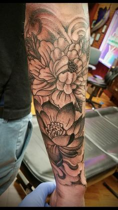 Image Flowers tattoo by Jeff at Liquid Swordz. Ypsilanti, Michigan in Eva's images album Bad Tattoos, Dream Tattoos, Body Art Tattoos, Tattoos For Guys, Tatoos, Tattoo Sleeve Designs, Sleeve Tattoos, Forearm Tattoo Design, Tattoo Thigh