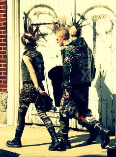 goth and punk style Estilo Punk Rock, Estilo Grunge, Crust Punk, Diesel Punk, Outfit Essentials, Psychobilly, Photo Rock, Arte Punk, Moda Punk