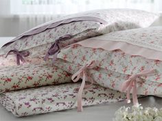 High quality and beautiful bedding covers, duvets, sheets and pillow cases for zen mood in your bedroom. Shabby Chic Bedrooms, Shabby Chic Homes, Shabby Chic Style, Cute Pillows, Diy Pillows, Bed Covers, Pillow Covers, Sewing Pillows, Linens And Lace