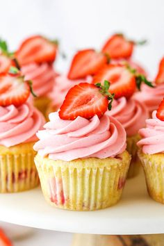 Raspberry Buttercream Frosting, Strawberry Frosting, Vanilla Icing, Vanilla Cupcakes, Flavored Cupcakes, Fluffy Cupcakes, Strawberry Shortcake Cupcake, Mocha Cupcakes, Banana Cupcakes