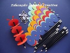 pencil toppers crafts for kids Kids Crafts, Craft Activities For Kids, Diy And Crafts, Arts And Crafts, Paper Crafts, Pencil Topper Crafts, Pencil Toppers, Pencil Crafts, Little Presents