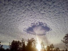 Die besten 100 Bilder in der Kategorie wolken: Seltenes meteorologisches Ph?nomen Skypunch