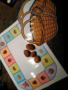 Herfsrvruchtenspel :verzamel 4 vruchten in je mandje! Wanneer je op het mandje staat mag elke speler een vrucht in zijn mandje doen. Wanneer je op de eekhoorn staat moet je een vrucht terug leggen!