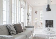 takka,olohuone,kynttilä,betoni,harmaa sohva