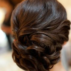 Wedding Hairstyles Updo Indian wedding hairstyles: The up do - Shaadi Bazaar - The best up dos for the South Asian bride! Find your hair inspiration here! Popular Hairstyles, Formal Hairstyles, Pretty Hairstyles, Bridal Hairstyles, Bridesmaid Hairstyles, Latest Hairstyles, Indian Hairstyles, Homecoming Hairstyles, Beach Hairstyles