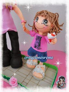 Muñequitas de goma eva Creacionesreme Muñequitas de goma eva Creacionesreme fofucha niña pequeña fofucha personalizada ,pantalon corto ,camiseta con dibujo #fofuchas