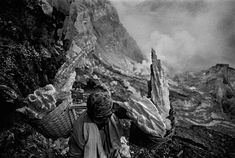 Carrying sulfur blocks (Kawah Idjen volcano, Indonesia 1991). By Sebastião Salgado
