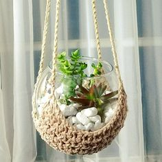 Charming Hanging Plants ideas to Brighten Your Patio – Gardening Decor Cactus Terrarium, Hanging Terrarium, Garden Terrarium, Hanging Plants, Terrarium Workshop, House Plants Decor, Plant Decor, Faux Plants, Pot Plants