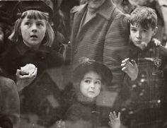 Arthur Leipzig, Watching Santa, 1943