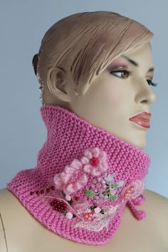 Hand knitted and Crocheted Pink Scarf Neck por levintovich