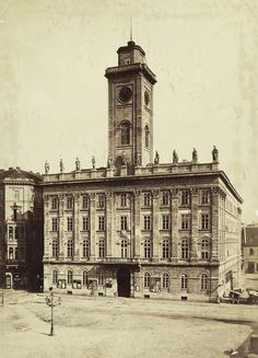 Old town hall in Budapest. Demolished at the end of XIX. century because of constrocting the Elisabeth Bridge. Source: fortepan.hu