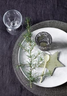 natural, beautiful place setting