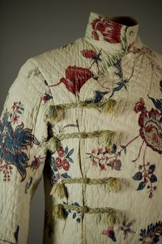 Detail of George IV (when Prince of Wales) 1770s Banyan. Love the floral detail and embroidery work on the side buttons. Exquisite.