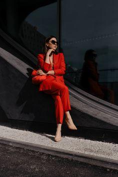 Was ziehe ich im Büro an? // enthält unbeauftragte Werbung // Business Anzug für Frauen,Business Anzüge für Damen,Anzug fürs Büro,Modetrends 2019,was ist im Frühling 2019 modern,was ist im Frühling modern,Trendfarben im frühjahr 2019,business Anzüge kaufen,roter Anzug,pastellfarbener Anzug,welcher Anzug passt zu mir,welche Anzug Farbe passt zu mir,Business mode,Büro Outfit, Mode Tipps, www.whoismocca.com #businesslook #officestyle #buerooutfit #modetrends #trendfarben #fruehjahrsmod