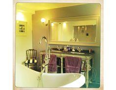 Une salle de bain Baroque ! Baroque, Bathroom Lighting, Bathtub, Mirror, Furniture, Home Decor, Bath, Bathroom Light Fittings, Standing Bath