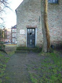 Had geen flauw idee dat dit huisje er is... staat aan de vesten in Brugge.