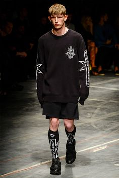 See all the Collection photos from Marcelo Burlon County Of Milan Spring/Summer 2017 Menswear now on British Vogue Men Wearing Skirts, Fashion Show, Mens Fashion, Milan Fashion, Fashion Styles, Mens Trends, Dope Outfits, Streetwear Fashion, Editorial Fashion