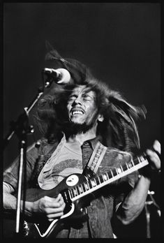 vintage everyday: Amazing Stories Behind 17 Rare and Unseen Images of Bob Marley from the Image Bob Marley, Bob Marley Legend, Fotos Do Bob Marley, Bob Marley Pictures, Marley Family, Jamaica, Jah Rastafari, Robert Nesta, Unseen Images