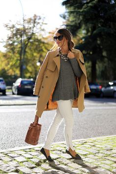 casual chic. I hate zippered jeans. But they look nice in white. #whitezipperedpants