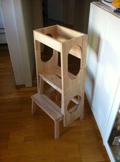"""Weil auf Twitter danach gefragt wurde, hier ein paar Bilder von unserem gepimpten Ikea-Hocker Bekväm. Damit kommt Klein F. gut zum Waschbecken und kann beim Kochen """"helfen"""", ohne dass i…"""