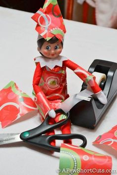 elf-wrapping paper Warning: These elves get into mischief! Check out the hilarious Elf on the Shelf ideas and be inspired. Awesome Elf On The Shelf Ideas, Elf On The Shelf Ideas For Toddlers, Elf Ideas Easy, Elf Is Back Ideas, Der Elf, Timmy Time, Elf Auf Dem Regal, Elf Magic, Elf On The Self