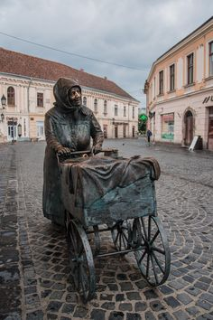 Hungary... @ivannairem .. https://tr.pinterest.com/ivannairem/sculptures/
