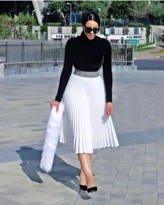 17 ways to wear pleated skirts - corporate attire women Classy Outfits, Chic Outfits, Fashion Outfits, Womens Fashion, Long Skirt Outfits, Dress Outfits, Work Fashion, Modest Fashion, Fashion Hub