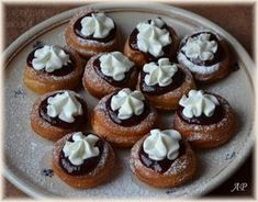 Bavorské vdolečky Czech Recipes, Rolls Recipe, Mini Cupcakes, Sweet Tooth, Cheesecake, Muffin, Food And Drink, Bread, Baking