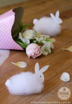 Super easy DIY easter bunny - All you need is cotton, a toothpick and a piece of paper to make the head! - Coelho super fácil de fazer! Você precisa de papel, algodão e um palito de dente! Veja mais em Madame Criativa