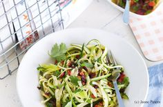 Zucchini-Spaghetti mit Sellerie-Marinade