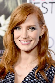 Jessica tends to use makeup shades not typical for a redhead, but they look great anyway. Jessica Chastain, Beautiful Redhead, Most Beautiful Women, Red Hair Inspiration, Actress Jessica, Female Actresses, Strawberry Blonde, Gorgeous Makeup, Redheads