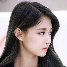 Tzuyu Wallpaper, Final Fantasy Girls, Nayeon Twice, Tzuyu Twice, Insta Photo Ideas, Girl Inspiration, Ear Jewelry, Sexy Asian Girls, Ring Earrings