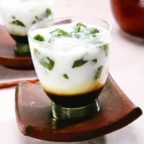 Resep Es Cincau Hijau enak dan mudah untuk dibuat. Di sini ada cara membuat yang jelas dan mudah diikuti. Indonesian Desserts, Indonesian Cuisine, Asian Desserts, Sweet Desserts, Malaysian Dessert, Malaysian Food, Thai Dessert, Dessert Drinks, Healthy Juices