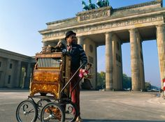 Germania. Berlino: bambini, l'orsetto vi aspetta a braccia alzate! http://www.familygo.eu/viaggiare_con_i_bambini/germania/berlino/berlino_per_bambini_viaggio.html