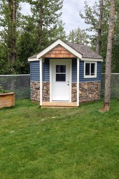 Lovely and Cute Garden Shed Design ideas for Backyard Part 46 ; garden shed ideas; garden shed organization; garden shed interiors; garden shed plans; garden shed diy; garden shed ideas exterior; garden shed colours; garden shed design Garden Sheds Uk, Garden Shed Interiors, Backyard Sheds, Backyard Landscaping, Backyard Storage, Garden Beds, Outdoor Storage, Landscaping Ideas, Small Summer House
