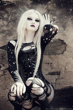 #Goth girl with blonde hair. Looks good on her!