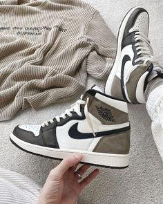 Dr Shoes, Cute Nike Shoes, Swag Shoes, Cute Sneakers, Nike Air Shoes, Hype Shoes, Shoes Sneakers, Jordan Sneakers, Jordan Shoes Girls