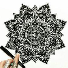 tattoo - mandala - art - design - line - henna - hand - back - sketch - doodle - girl - tat - tats - ink - inked - buddha - spirit - rose - symetric - etnic - inspired - design - sketch Mandala Doodle, Mandala Tattoo Back, Art Doodle, Mandala Drawing, Henna Tattoo Kit, Henna Pen, Mandala Design, Mandala Pattern, Mehandi Designs Images