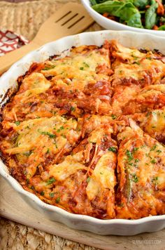 Slimming Slimming Eats Barbecue Chicken Spaghetti Squash Bake - gluten free, Slimming World and Weight Watchers friendly - Slimming World Dinners, Slimming World Recipes Syn Free, Slimming Eats, Baked Squash, Chicken Spaghetti Squash, Weight Watchers Pizza, Low Carb Brasil, Cooking Recipes, Healthy Recipes