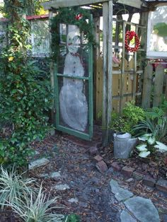Cute idea to paint snowman on screen door. Christmas Time Is Here, Prim Christmas, Christmas Ideas, Xmas, Home Design, Christmas Garden Decorations, Old Screen Doors, Backyard Paradise, Garden Items